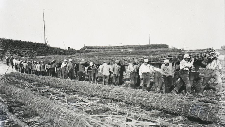 2-1928-de-wiep-wordt-op-het-zinkstuk-gesjouwd