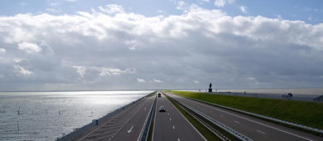 Afsluitdijk bij Monument