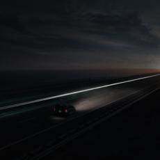 Lichtlijn bij nacht