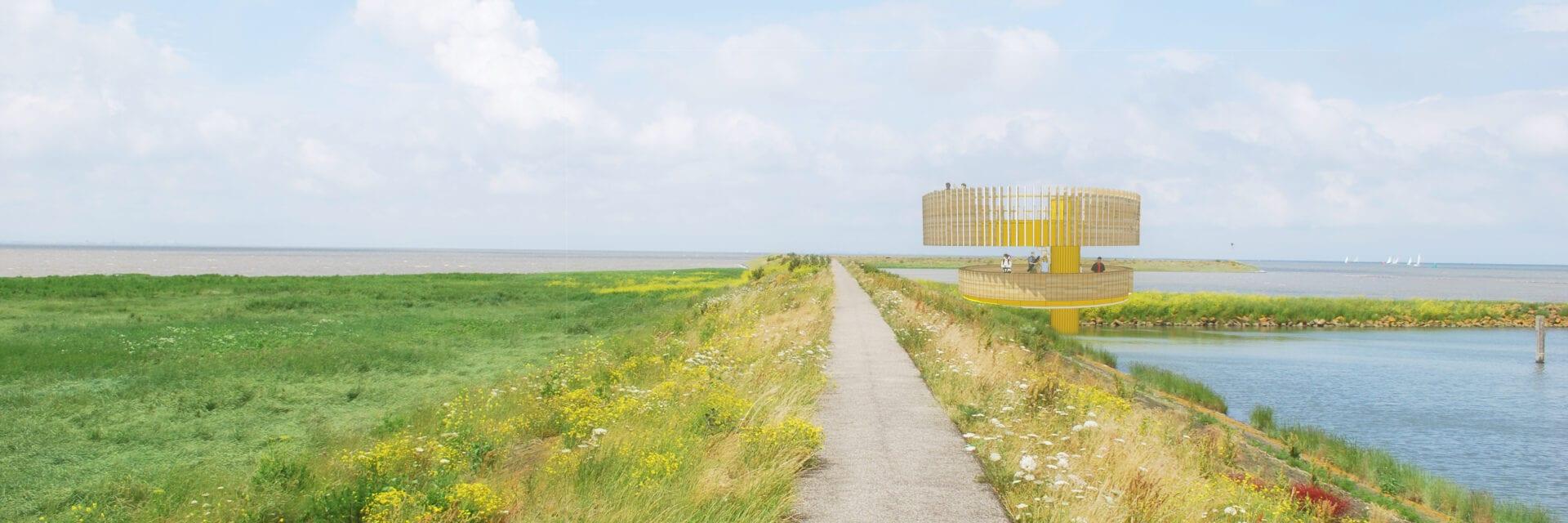 Getekende impressie van het belevingspunt bij Den Oever. De gele uitkijktoren staat in een landschap. daar achter zie je de Waddenzee en boven het uitkijkpunt vliegen vogels.