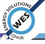 Logo WES. We zien een witte achtergrond met een blauw rondje en een donkerblauwe, diagonale streep. In het midden staat WES en boven het rondje Wind Energy Solutions.