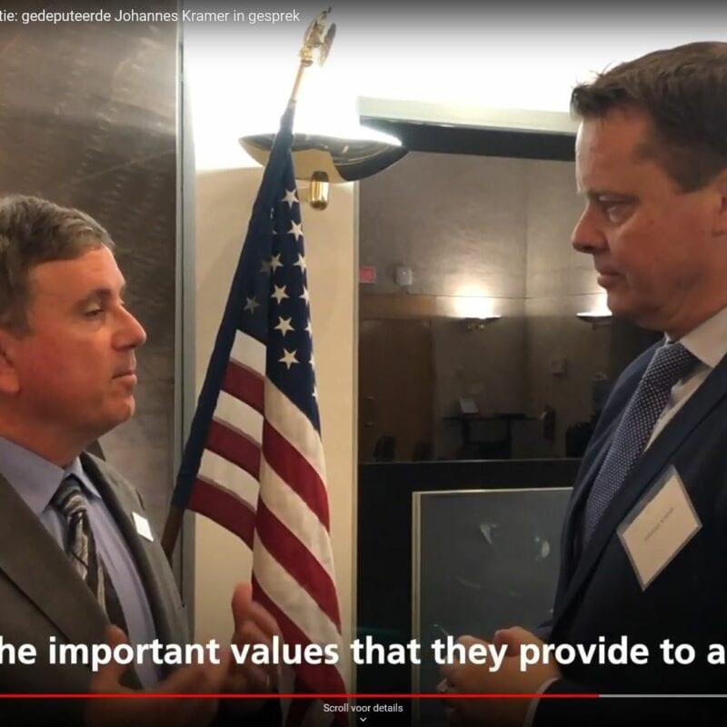 Frame uit de video over de Vismigratierivier. We zien twee mannen op de film. Onder in beeld staat de witte tekst: ...and the important values that they provide to all of us.