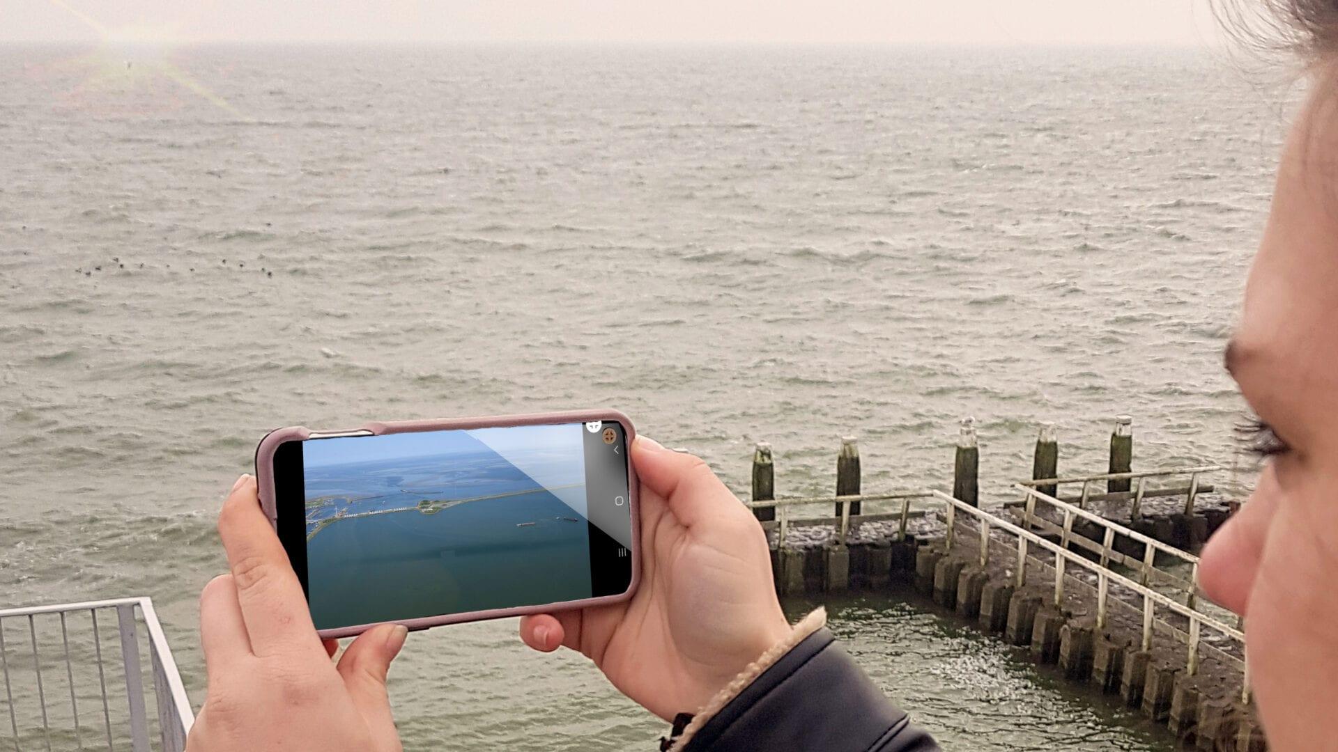 Op de foto zie je het IJsselmeer op mobiel weergegeven