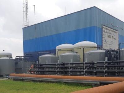 Op deze foto zie je proefinstallatie van REDstack, voor Blue Energy waar zout water, zoet gemaakt wordt.