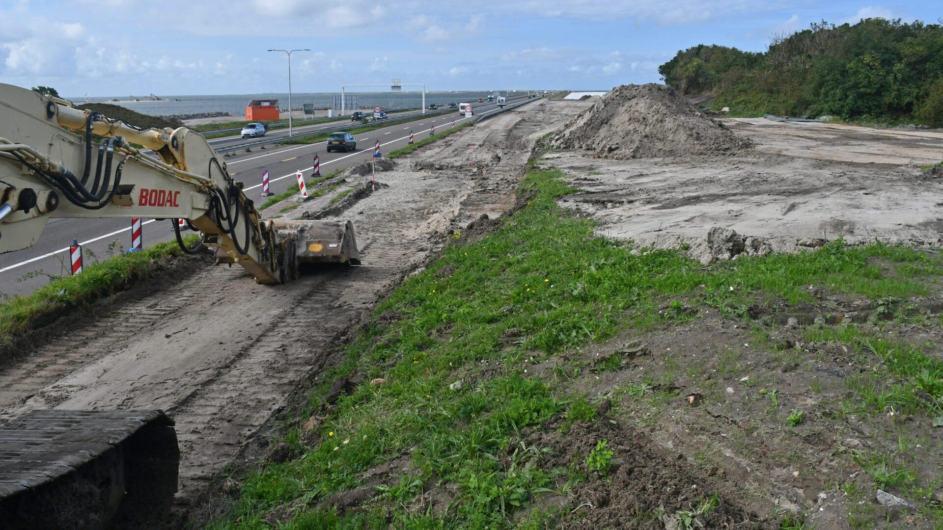 Bij de coupure zien we een tijdelijk aangelegde weg.