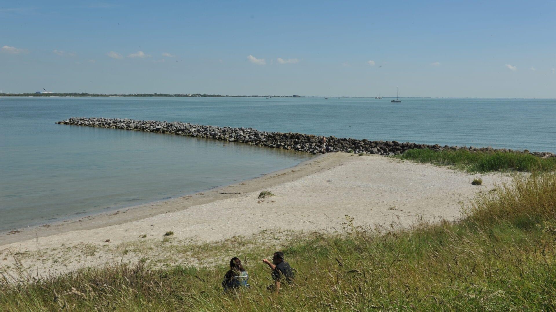 Op de foto zie je het kitesurfstrand op Kornwerderzand