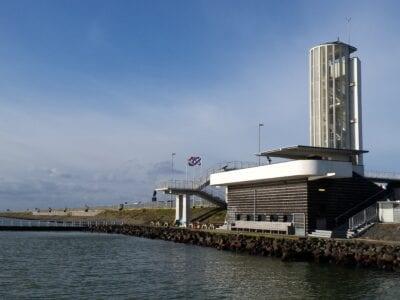 het vlietermonument op de Afsluitdijk