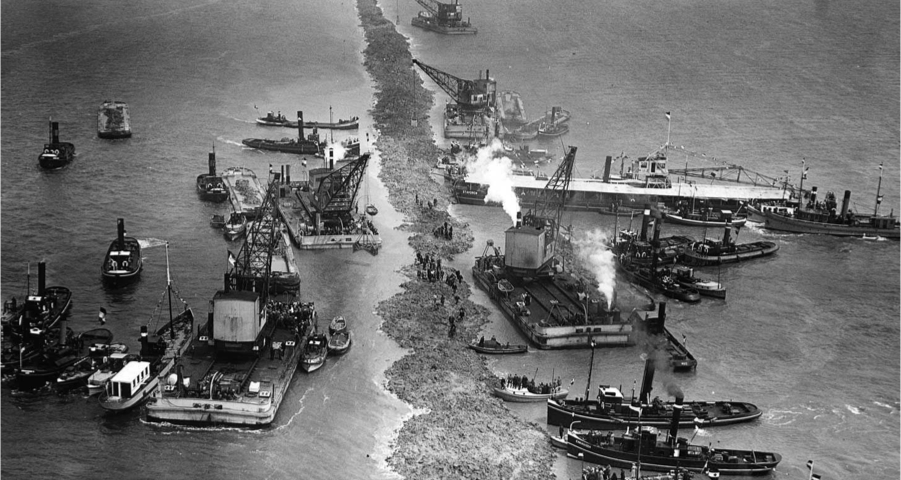 aanleg van de Afsluitdijk in 1932