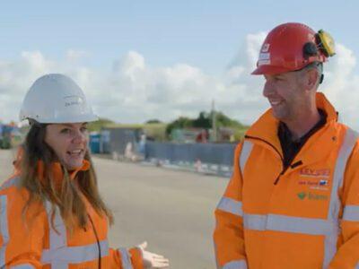 Femke bezoekt samen met Arno van Levvel de bouw van het gat voor de Vismigratierivier